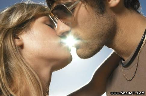 Что такое французский поцелуй?